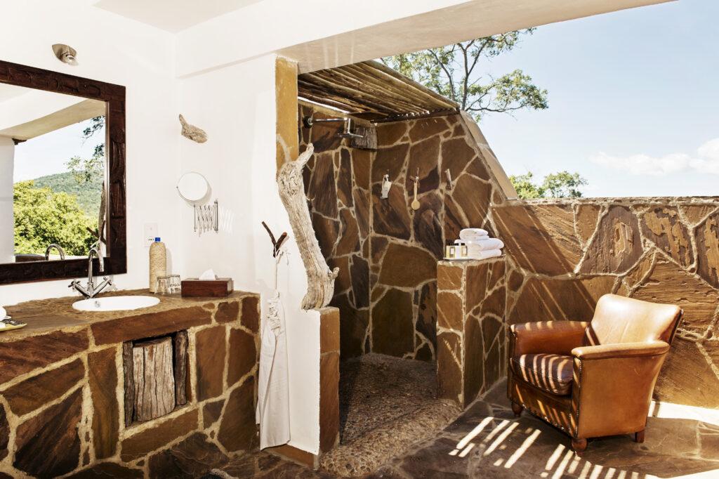 CM-Travels-beho-beho-tanzania-selous-camp-bathroom