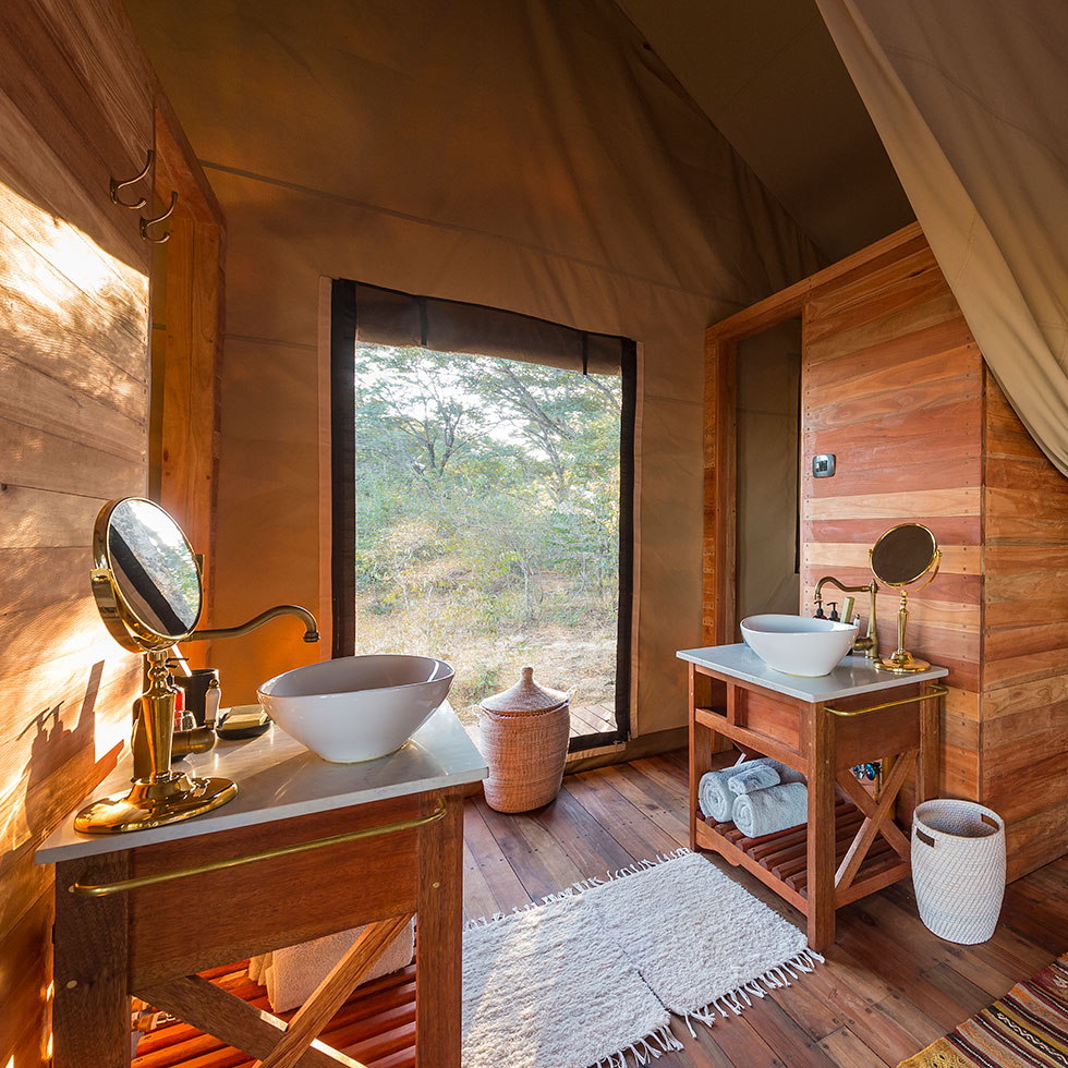 Machaba-Safaris-verneys-camp-bathroom-view