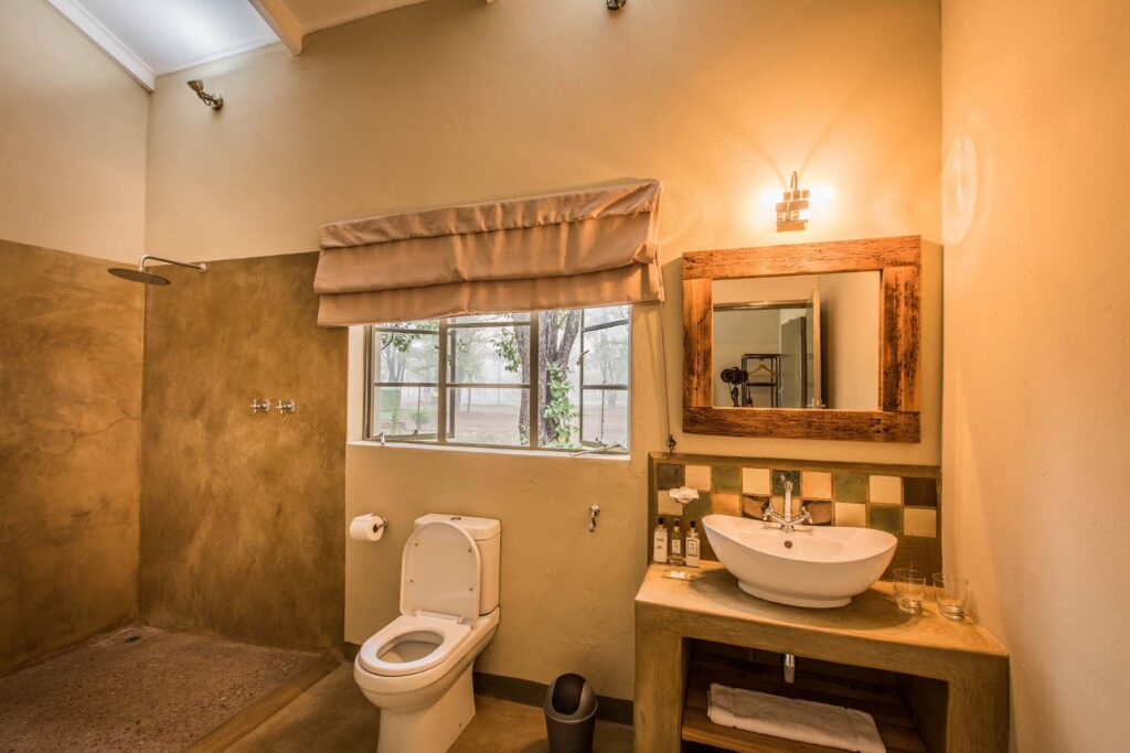 CM-Travels-Robins-Camp-Machaba-Safaris-Hwange-Zimbabwe-bathroom