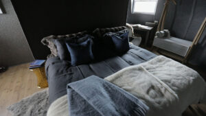 cm-travels-antartica-wildlife-nature-white-desert-camp-emperor-penguins-ulitmate-luxury-private-bedroom