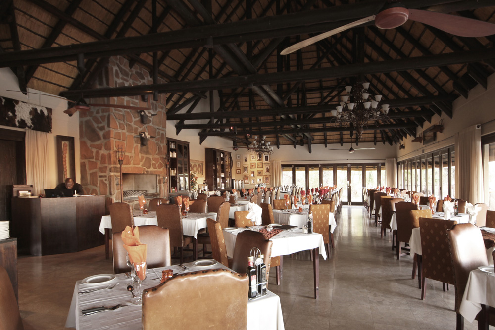 erindi-old-traders-lodge-cm-travels-namibia-wildlife-nature-safari-camp-dining-area