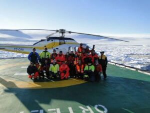 cm-travels-antartica-wildlife-nature-emperor-penguins-ulitmate-luxury-private-south-pole-helicopter-flight-group