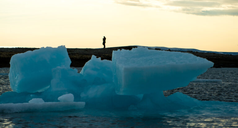 cm-travels-artic-wildlife-nature-polar-bear-ulitmate-luxury-svarlbard-silhouette-iceberg